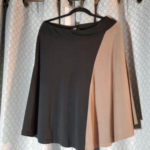 NEWYORK&COMPANY  Black & Tan Skirt